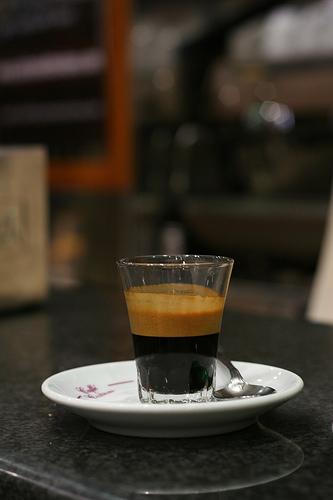 IL CAFFÉ AL VETRO
