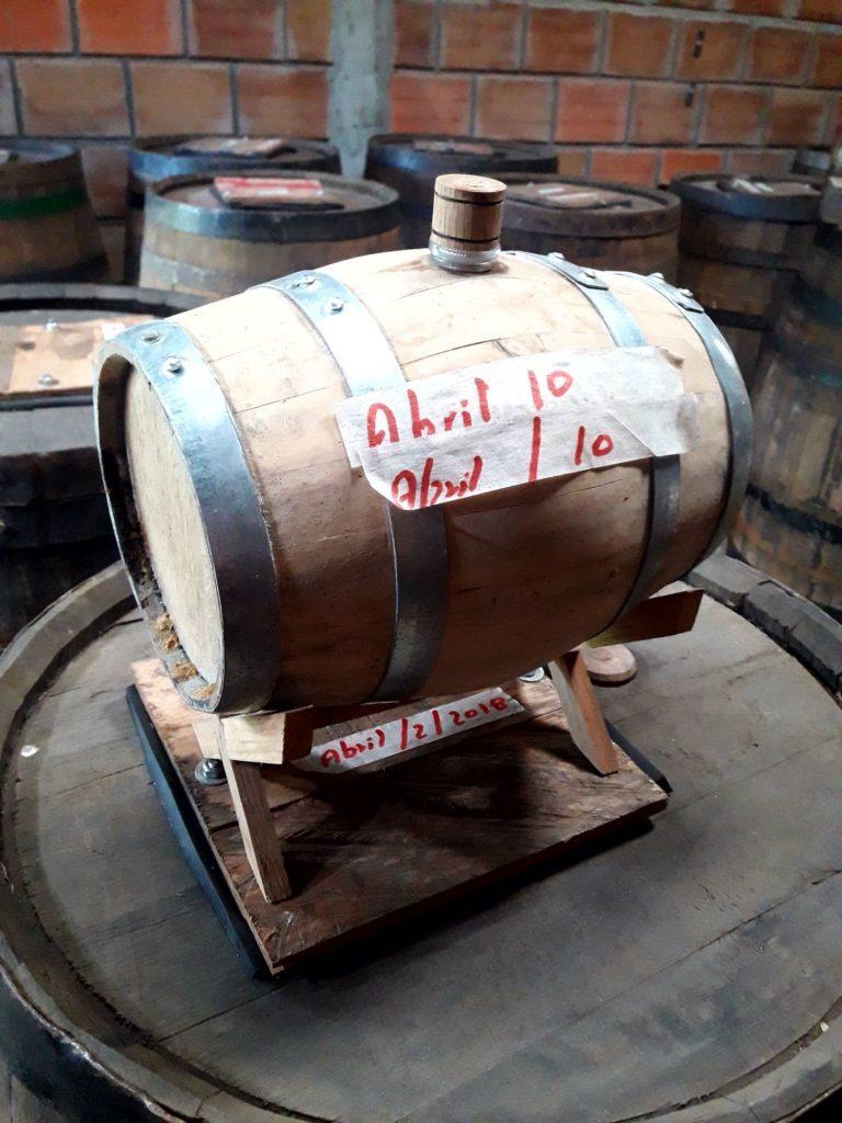 Le Barrique di Rum dove avviene il processo