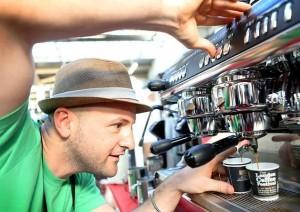 Il campione italiano di caffetteria Francesco Sanapo