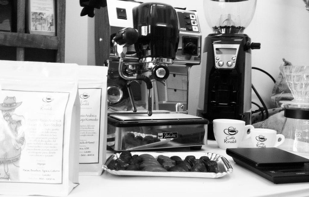 Una macchina per espresso, un macinacaffè e ottimi chicchi!