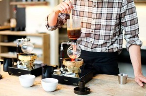 Il syphon, un metodo di estrazione orietale del caffè, riscoperto dalla Third coffee wave.