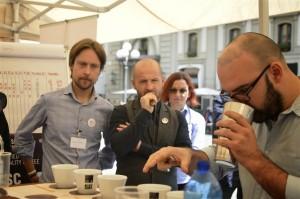 Pausa_caffe__andrej_godina_e_Francesco_Sanapo_oggi_per_inaugurazione_foto_di_Antonio_Veracini