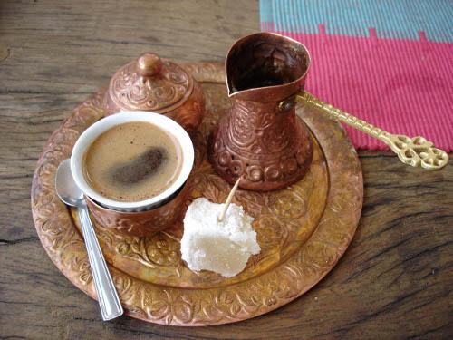 BREVE STORIA DEL CAFFE', TRA LEGGENDE, ANEDDOTI E QUALCHE DATA…