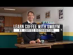 COME SI PREPARA UN ESPRESSO #1 LA DISTRIBUZIONE DEL CAFFE MACINATO NEL FILTRO