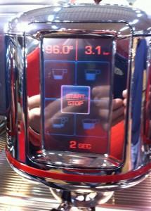 Il display touchscreen della macchina da caffè espresso M100