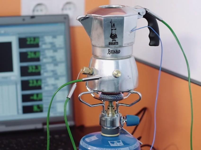 GLI ESPERIMENTI SULLA CAFFETTIERA MOKA DI UN VERO COFFEE GEEK